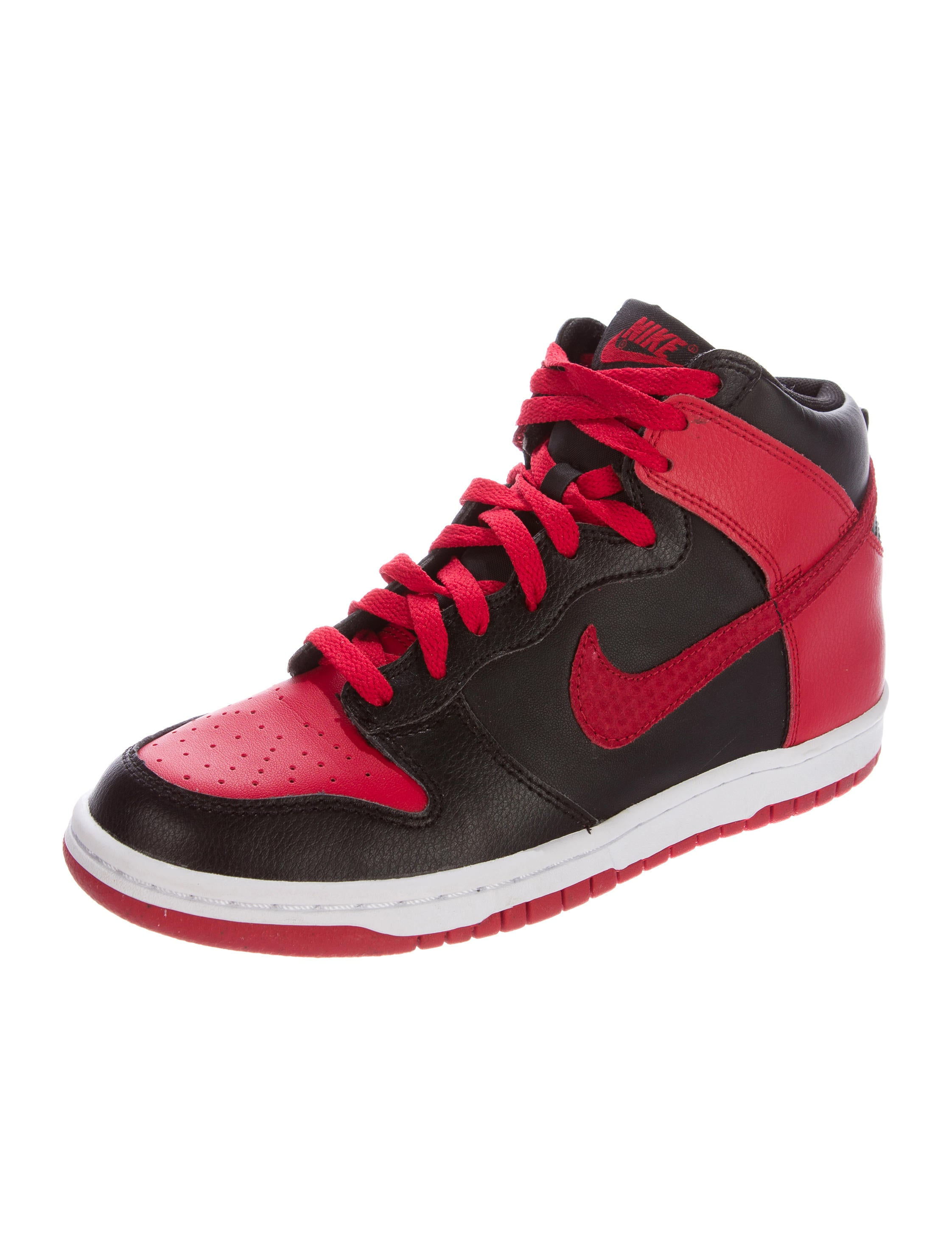 nike dunk high sneakers shoes wu220876 the realreal. Black Bedroom Furniture Sets. Home Design Ideas