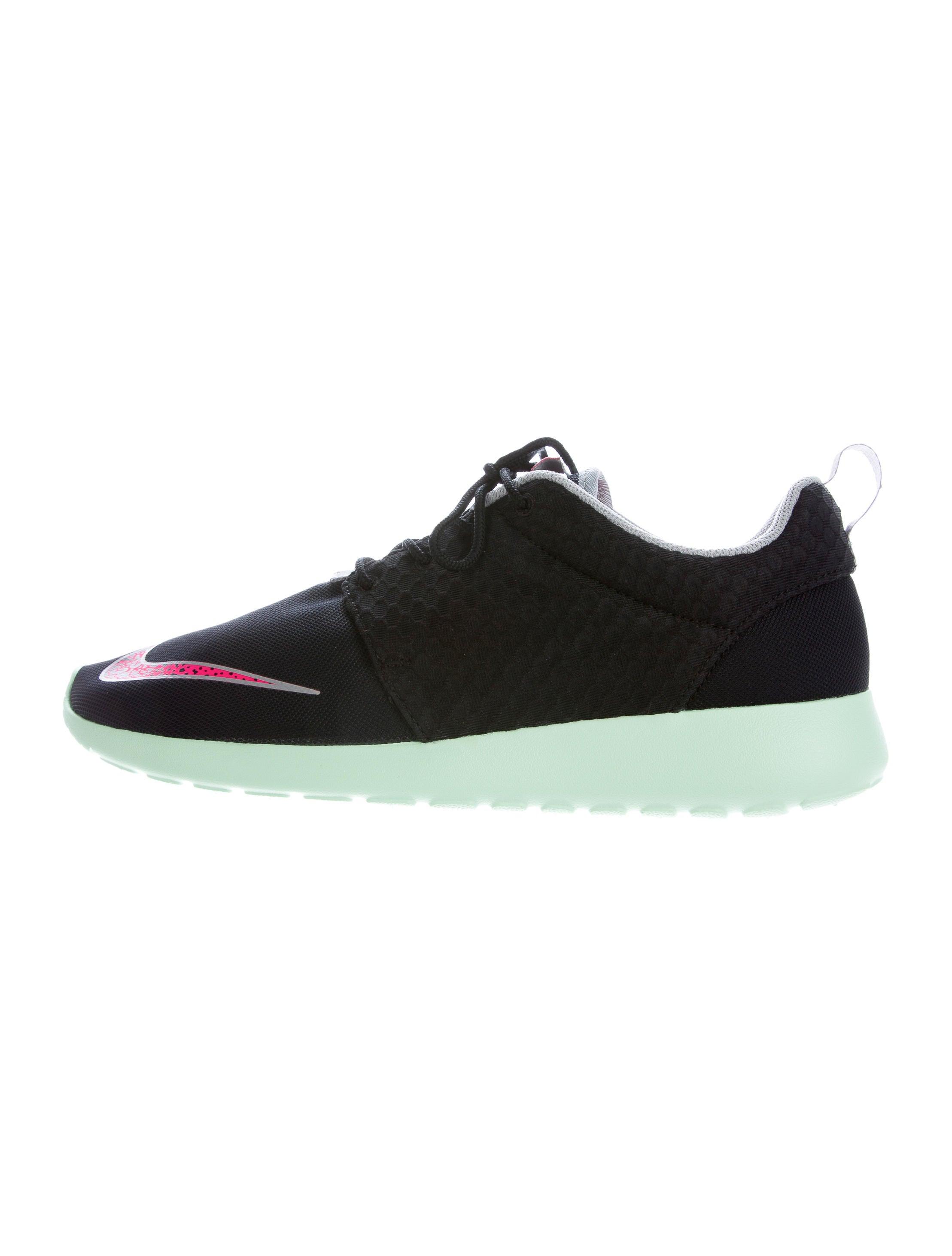 Nike Yeezy Rosherun Fb Sneakers W Tags Shoes Wu221254