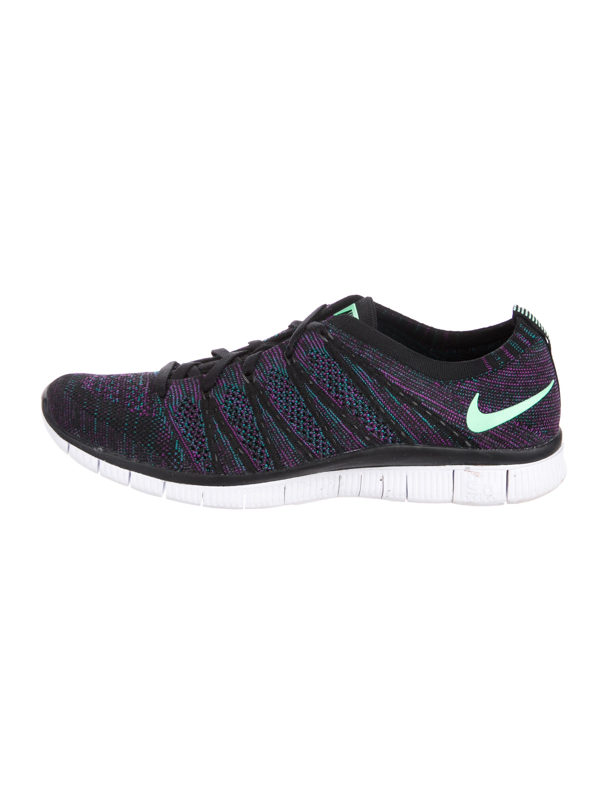 nike free flyknit sneakers shoes wu221590 the realreal. Black Bedroom Furniture Sets. Home Design Ideas