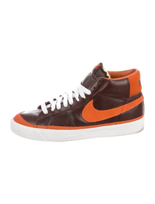 Nike SB Blazer Sneakers brown