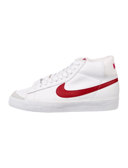 Nike 2002 Nike Blazer Mid Sneakers white