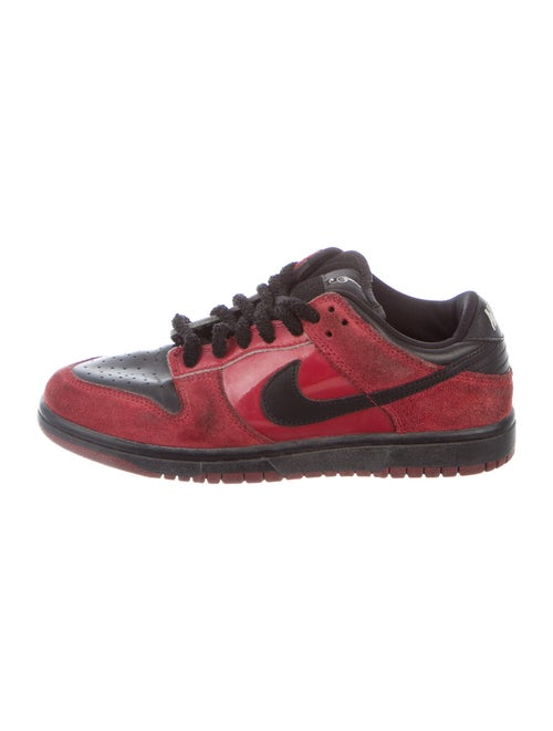 Nike Dunk SB Low Milli Vanilli Sneakers Red