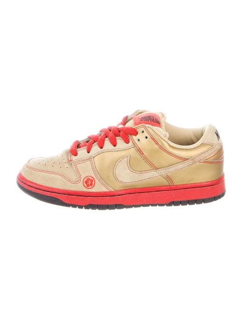Nike Dunk SB Low Money Cat Sneakers Gold