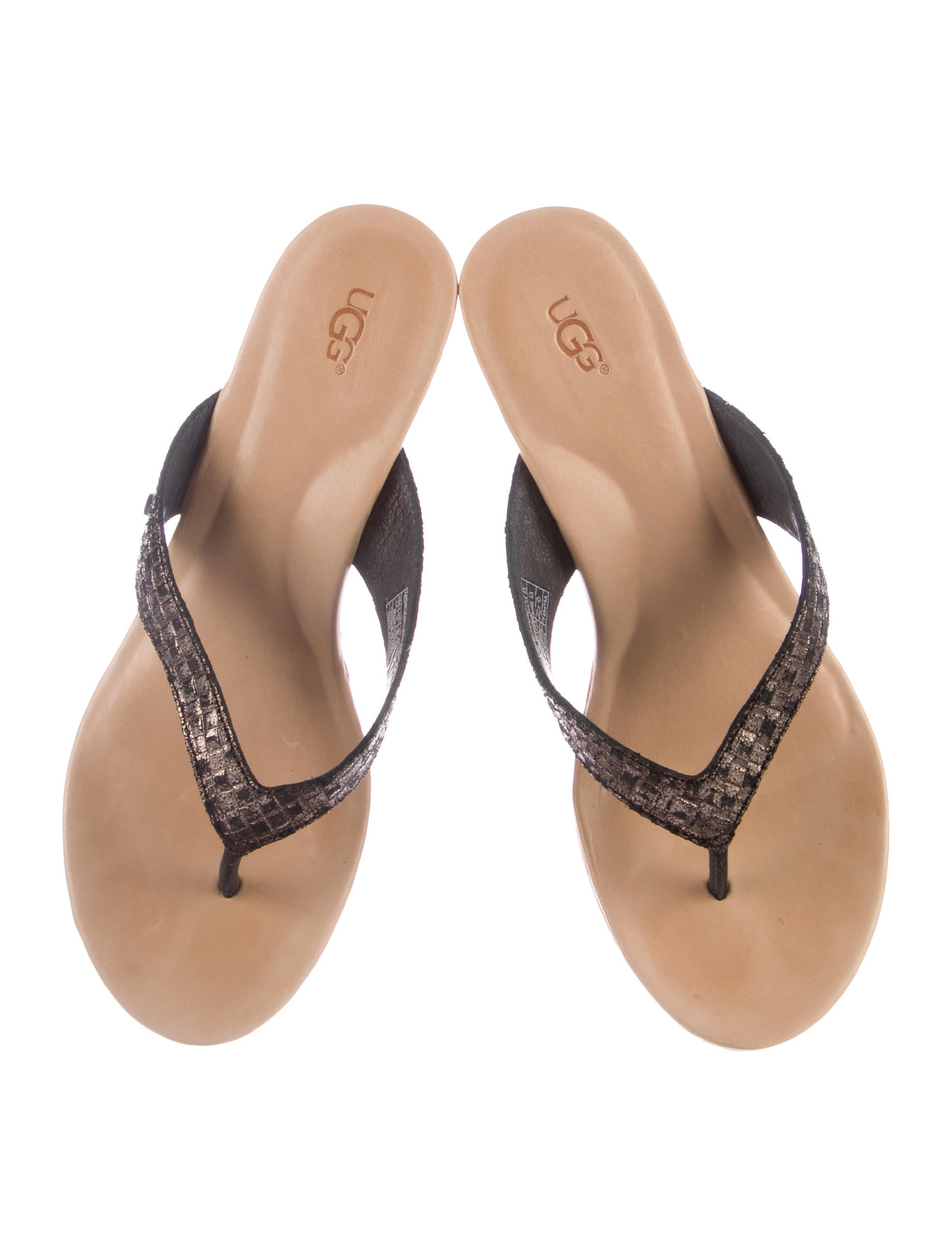 Sandals Buy sandals from Australia's biggest brands at the most affordable prices online London Rebel, Naughty Monkey and Spoiled are just some of the wonderful names to appear in Famous Footwear's fantastic selection of sandals online.