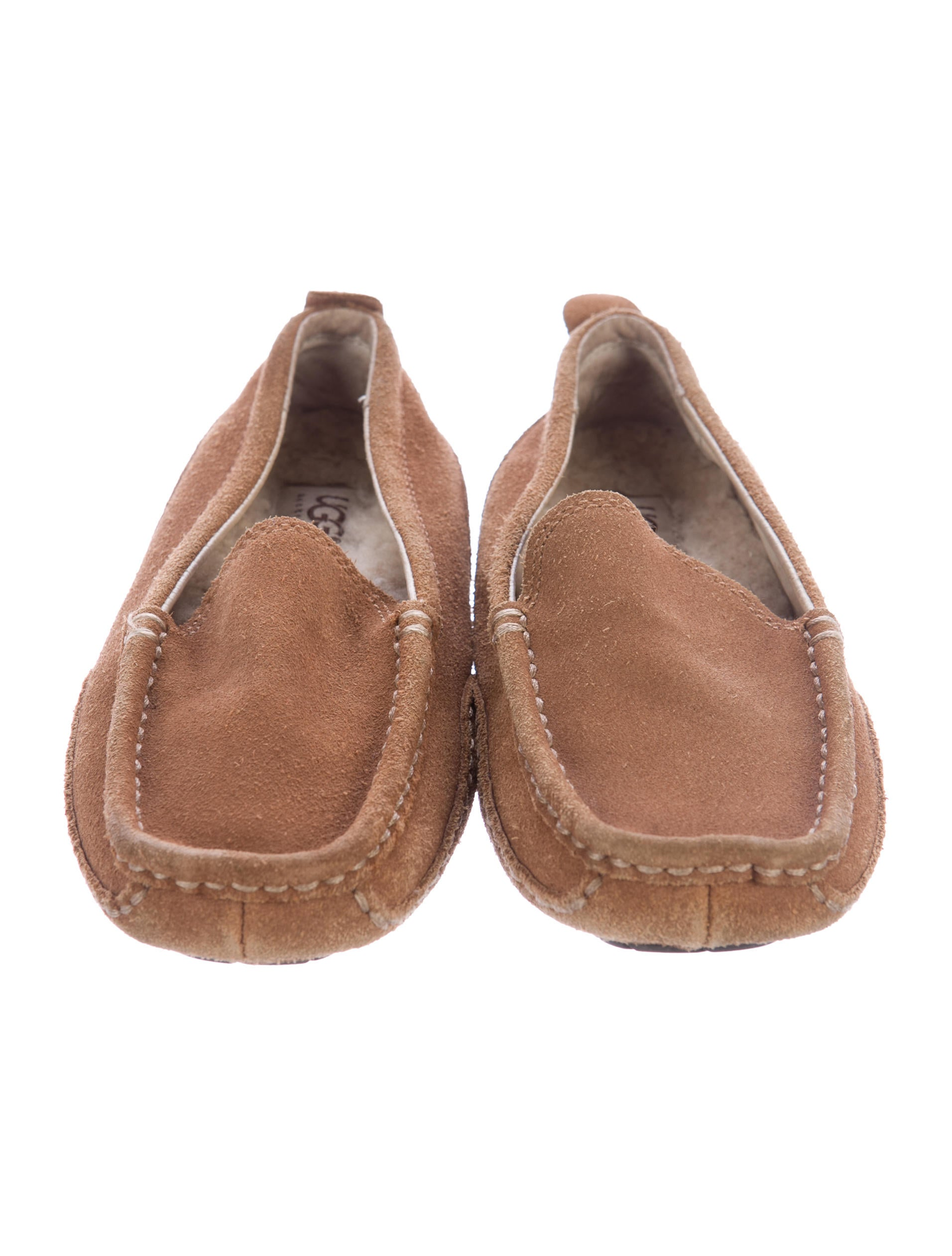 Boys' Loafers and Slide On Shoes Easy to slip on and off, Crocs™ boys' loafers are the ideal choice of footwear. See for yourself why boys love wearing Crocs loafers!