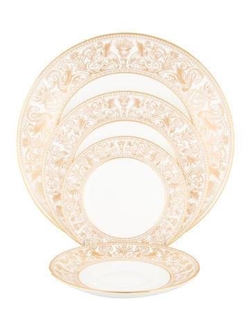 Wedgwood 7-Piece Florentine Table Set None
