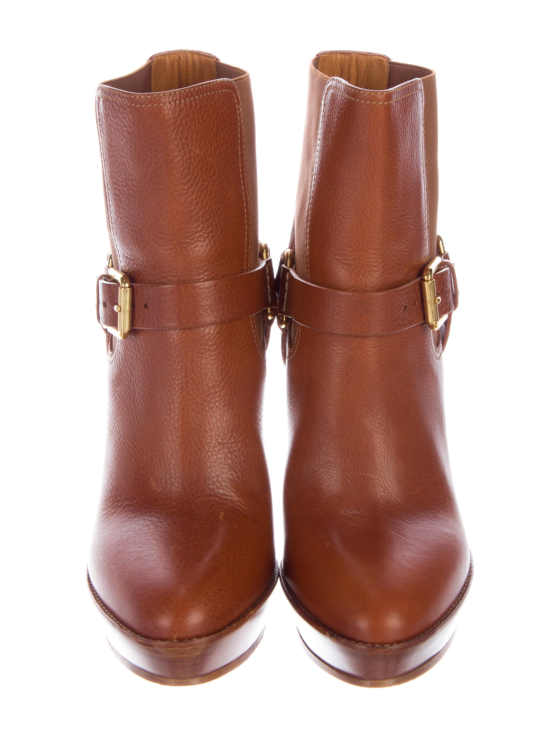 An examples of these would be tall cowboy boots; these can also be found in many popular styles, such as fringe boots or versatile black boots. Heels are another shoe that can't be overlooked. This season touts platform heels as the go-to look for adding height and length to the leg.