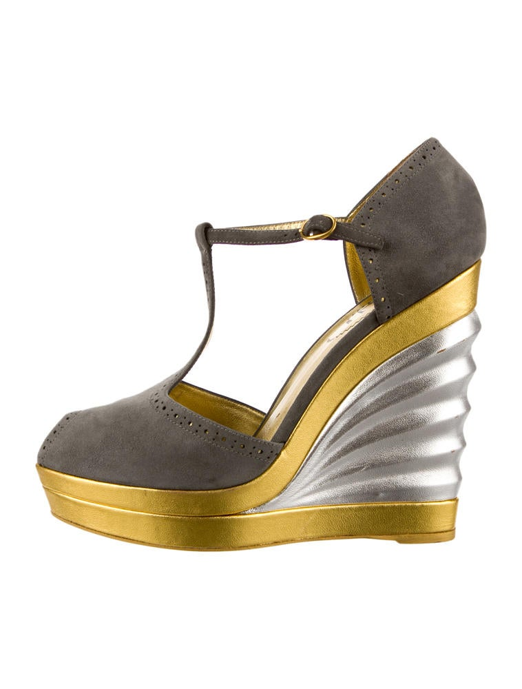 yves saint laurent wedges shoes yve24559 the realreal rh therealreal com