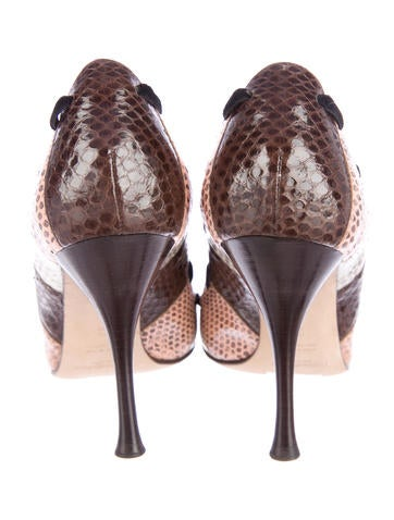Snakeskin Scallop Pumps