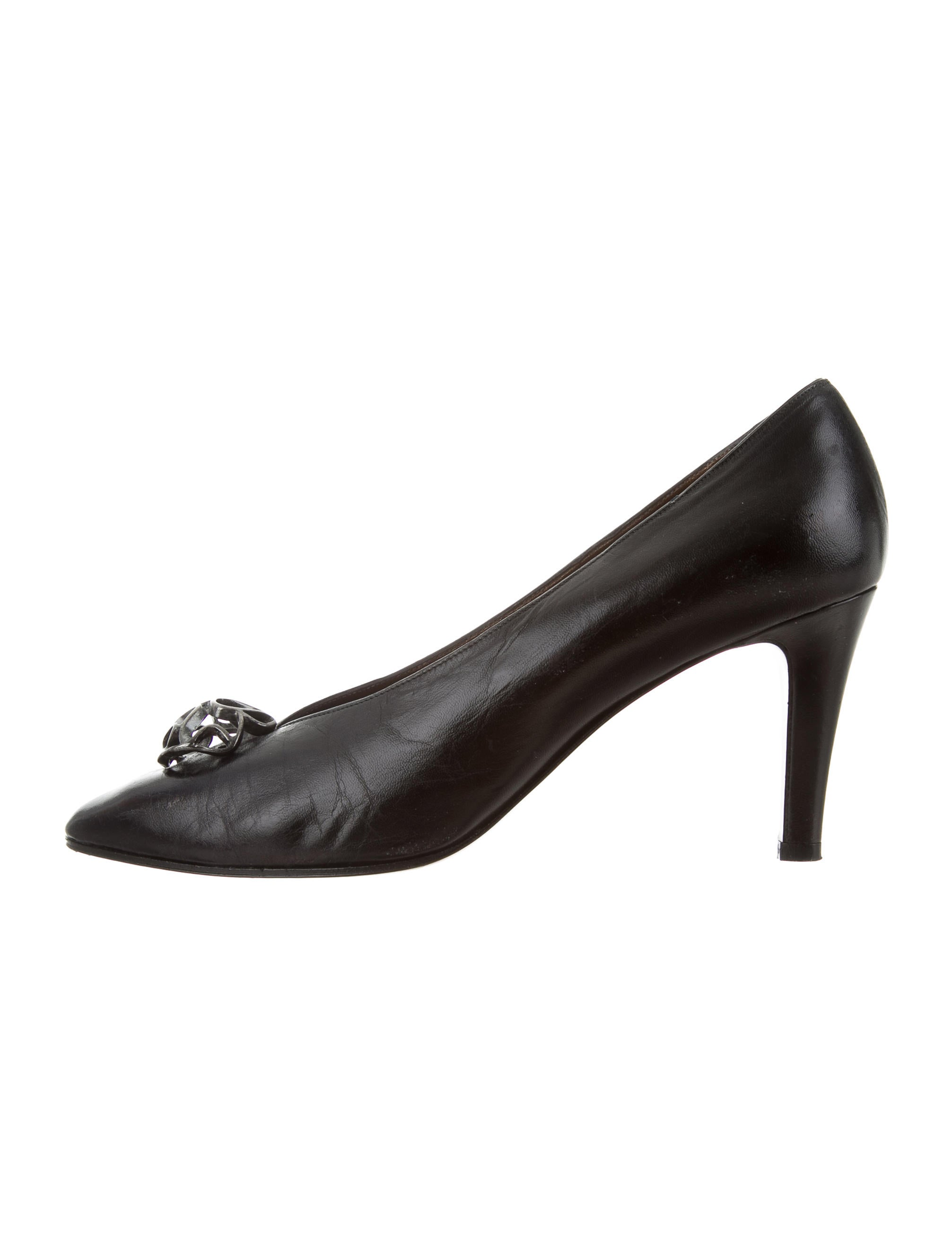 buy cheap outlet locations Yves Saint Laurent Leather Embellished Pumps factory outlet cheap online original for sale free shipping pick a best for sale ZdW80ET